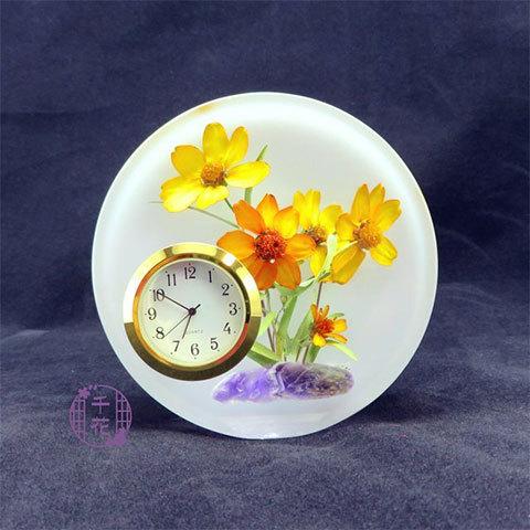 まるで生花のようなお花の置時計。吸い込まれるように時が止まる!?(千花さん)